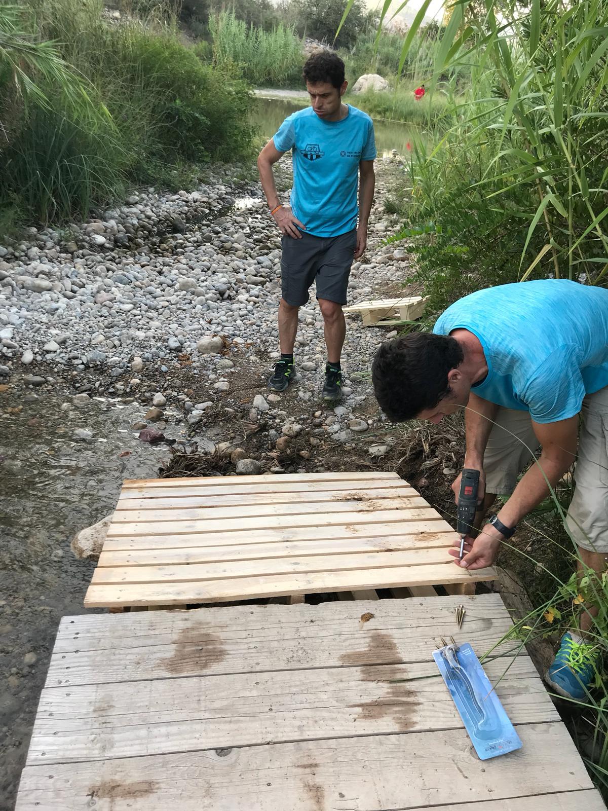 Señalizando y limpiando el recorrido de la XXVI Marxa Btt Fira d'Onda